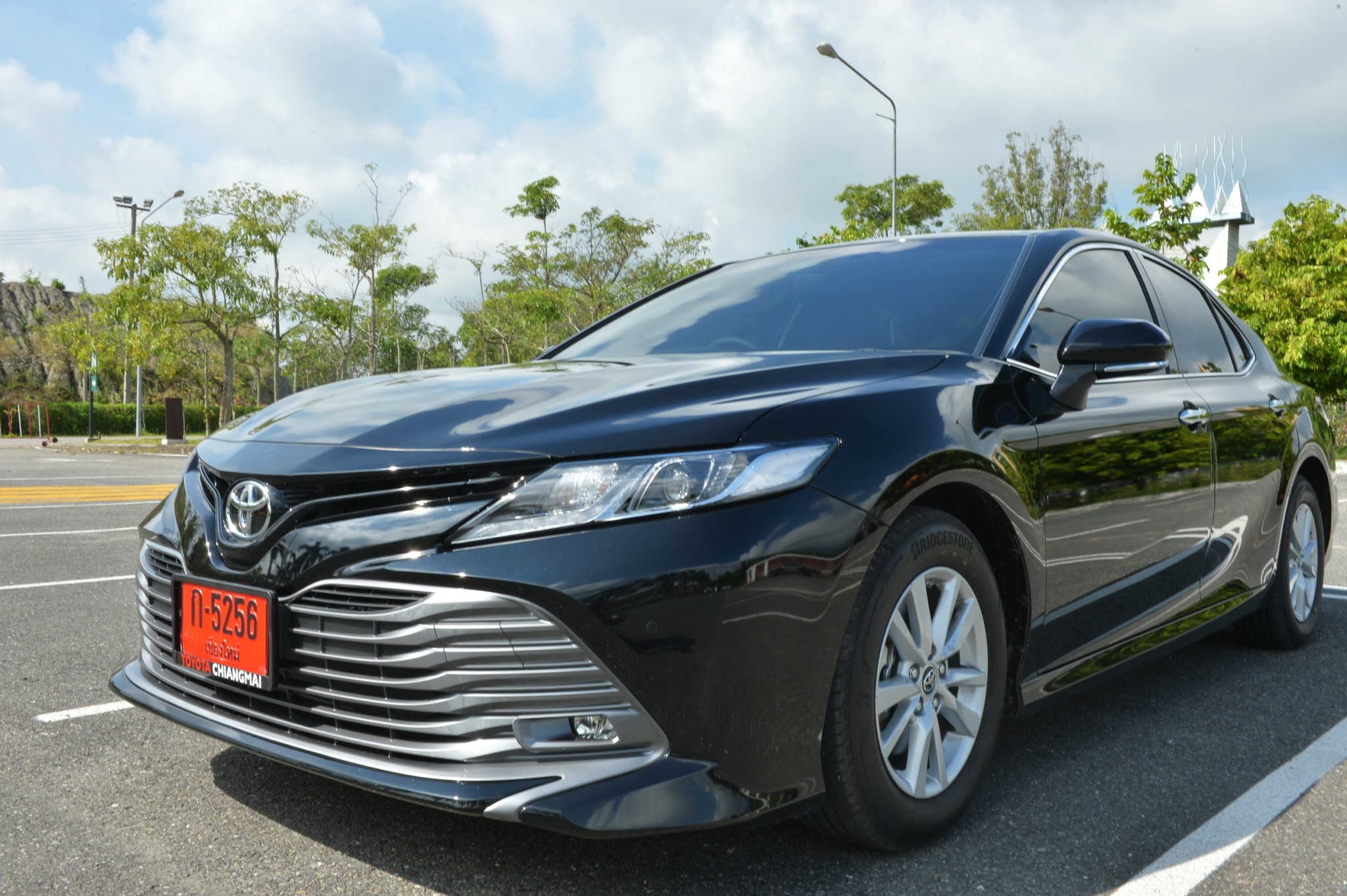 toyota camry black exterior front side view 2019