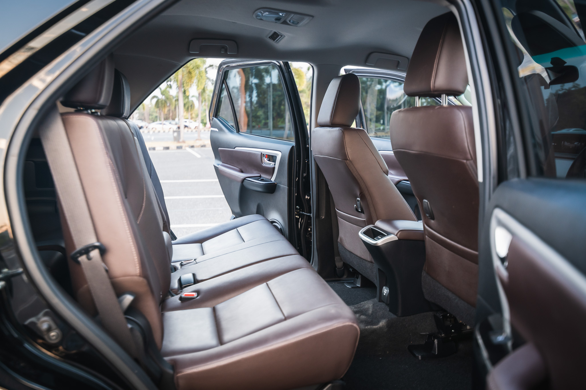 rear seat of all new fortuner black color 2019 now available for rental in chiangmai chiang rai lamphun
