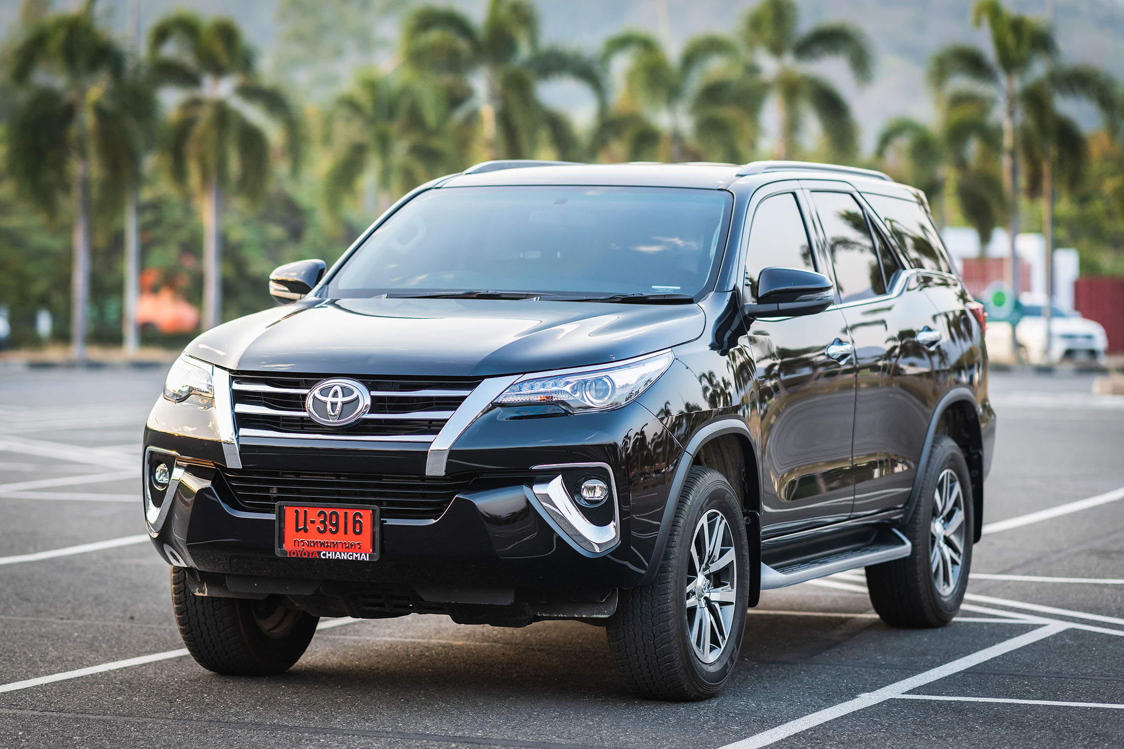 frontview of all new fortuner black color 2019 now available for rental in chiangmai chiang rai lamphun