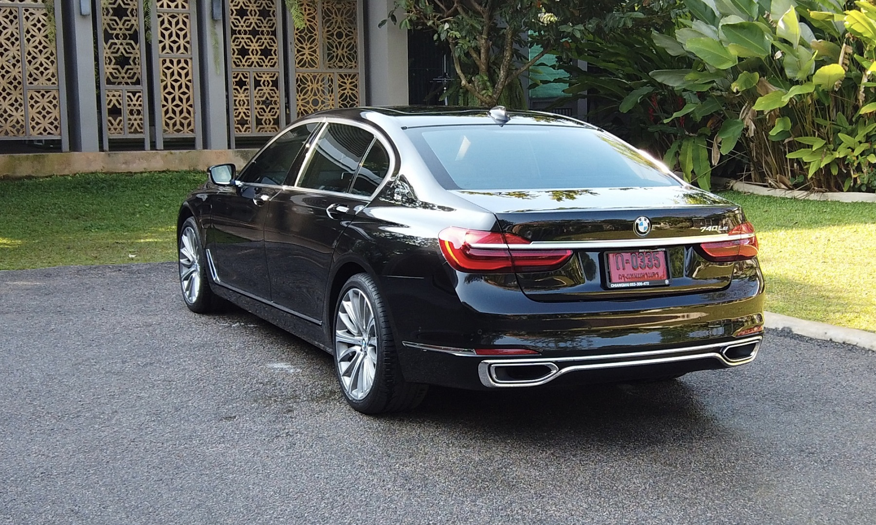 back view of bmw series 740LE luxurious car