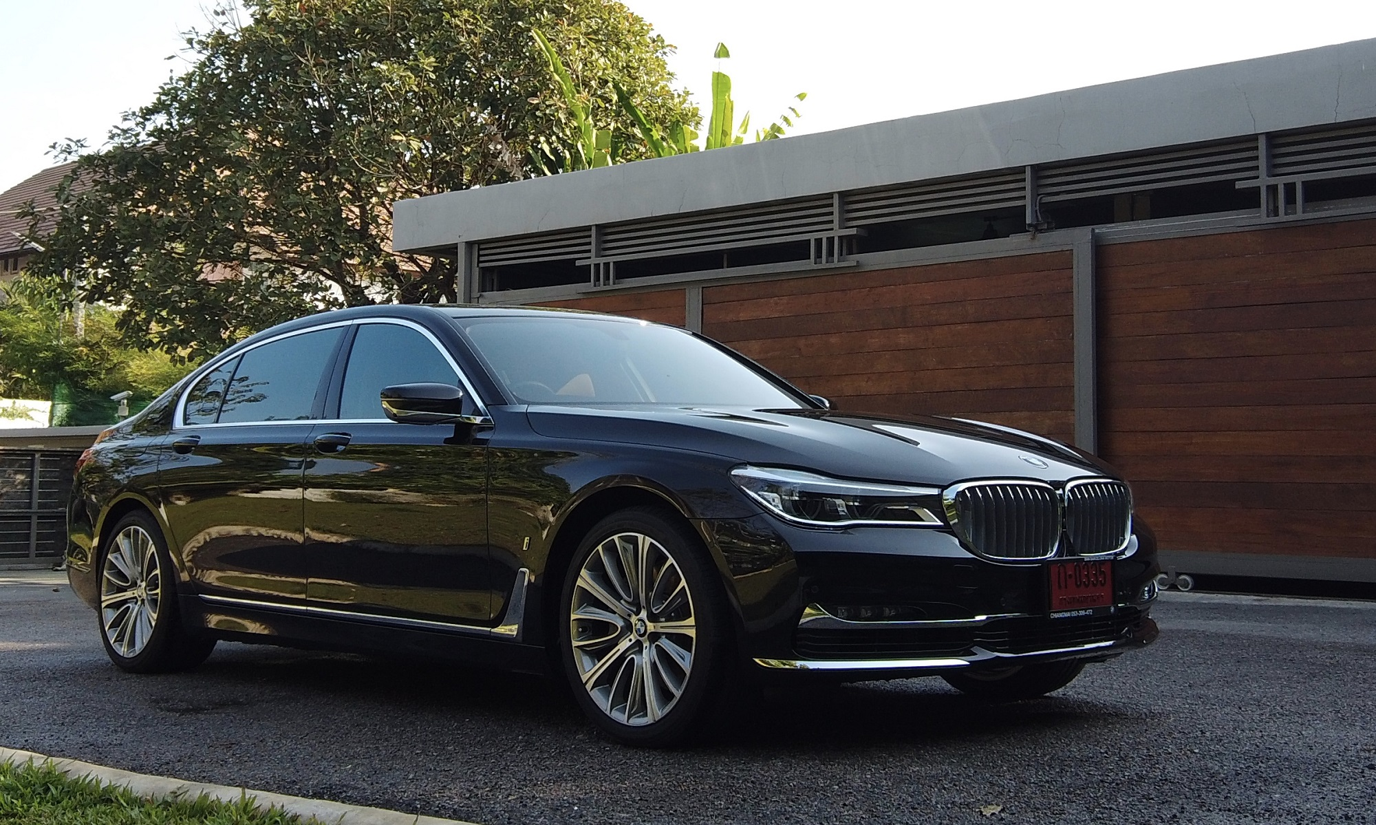 bmw series 740LE exterior of luxurious car 2019